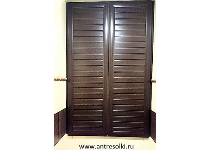 Сантехнический шкаф с наборной планкой (пример №15)